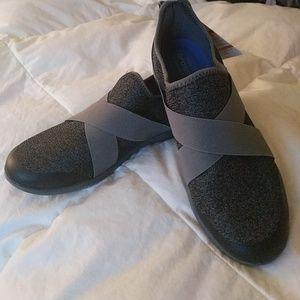 2bff6acf098336 Crocs slip on